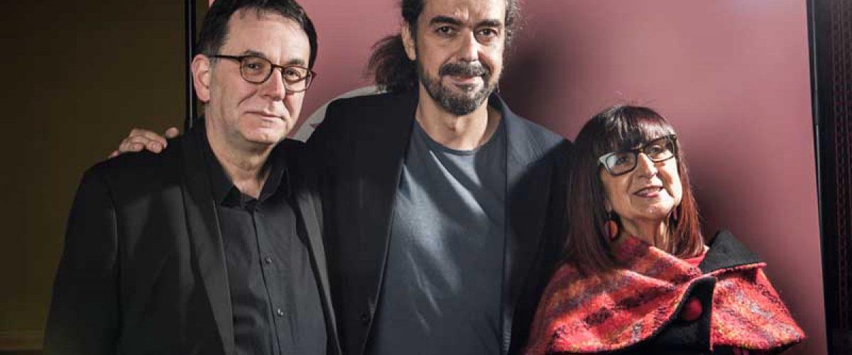 Fernando León de Aranoa, réalisateur, entouré de Pilar Martínez-Vasseur et José Márquez, co-directeurs du Festival du Cinéma Espagnol de Nantes