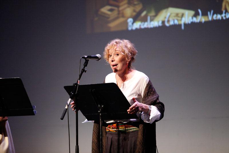 """L'actrice Rosa Maria Sardà présente le film """"Barcelona (un mapa)"""" sur la scène du Théâtre Graslin en 2009"""