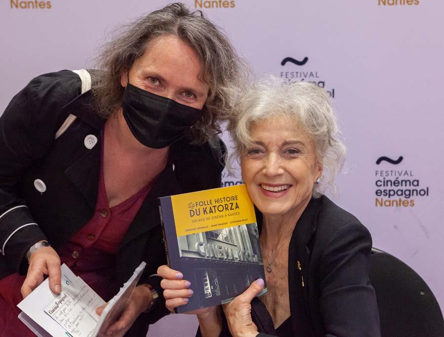 Séance de dédicace à l'Espace Cosmopolis avec l'actrice Marisa Paredes, 13 juin 2021 © Jean-Gabriel Aubert